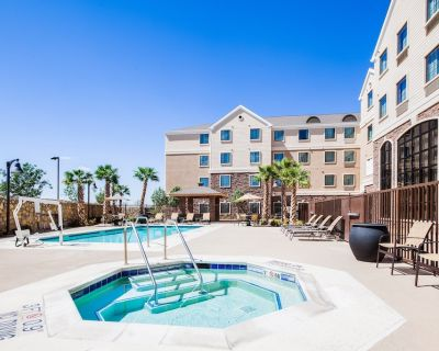 King Studio | Free Daily Breakfast, Outdoor Pool Access, 24h Business Center - El Paso