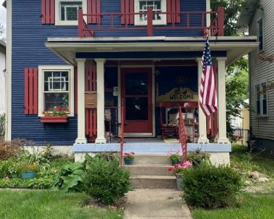 OPTIONS Estate Sales: Quaint Yet Elegant (packed) Oakwood Cottage with Modern to Vintage