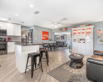 Newly Remodeled Ft Myers Hampton Court Cottage - Fort Myers