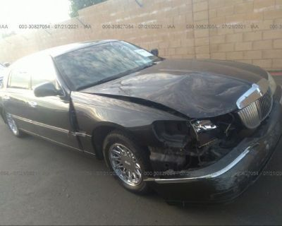 Salvage Gray 2002 Lincoln Town Car