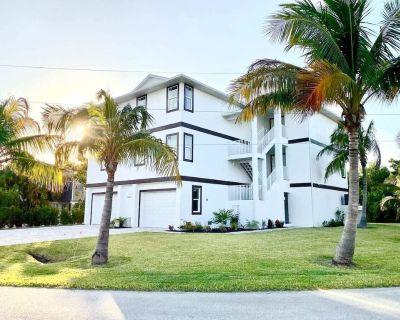 Bella Bahia Unit 1 - Beautiful & Brand new House on the Bay - Mid Island