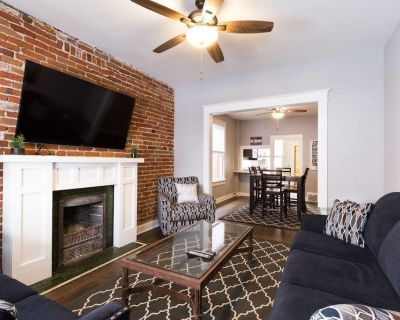 Updated Home In Heart Of Art District - Lincoln Park