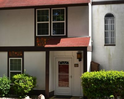 125EmpeWy | DeSoto Courts Townhome | Sleeps 4 - Hot Springs Village