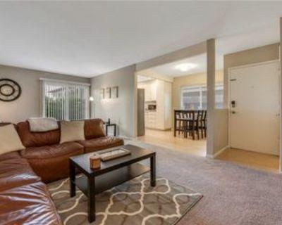 834 E Fairway Dr, Orange, CA 92866 3 Bedroom Apartment