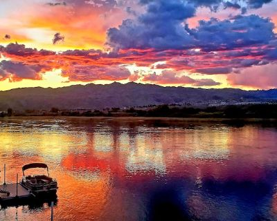 Riverfront with private dock, best views, large lot and in a prime location!! - Bullhead City