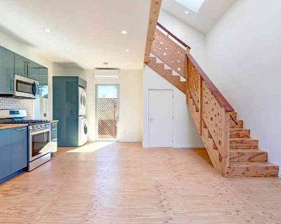 Los Angeles 1BR 1BA, This loft-design ADU in Kentwood is a