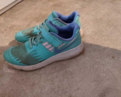 Size 2.5 Nike