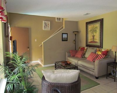 Boutique 3 Bedroom Townhouse Less Than 1/4 Mile Away from the Hangout. - Gulf Shores
