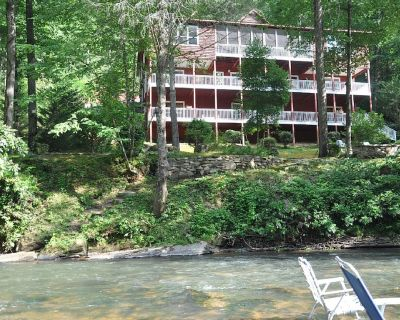 """Royal, King, & Queen Suites and """"The Penthouse"""" - 5 Star Luxury - Dahlonega"""