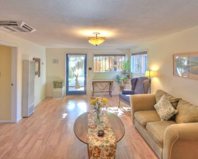 Clean, Private & Spacious with Garden in Old Town/Downtown - Downtown Albuquerque