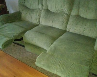 Comfortable couch with 2 recliners