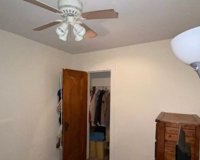Private room with shared bathroom - Kenmore, NY 14217