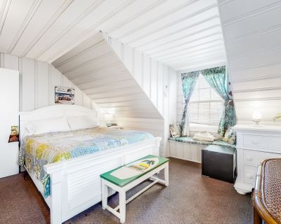 Third-floor Suite Near the Ocean W/en-suite Bath, Free Wifi, Partial A/c, Cable - Ocean City