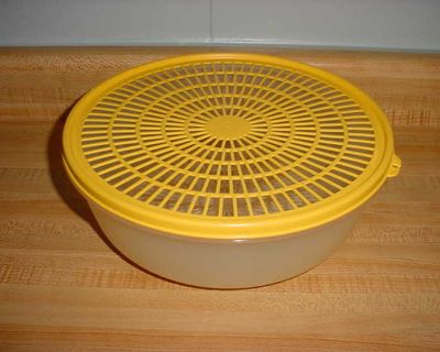 Barely Used Tupperware Large Flow Though Berry/Vegetable Wash Colander Strainer. Sheer Base With Canary Yellow Lid. $5