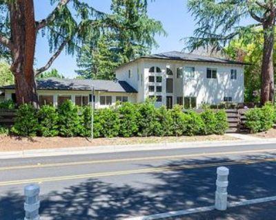 Summer Sublet - furnished room in Old Palo Alto - Gym/Hot tub, parking