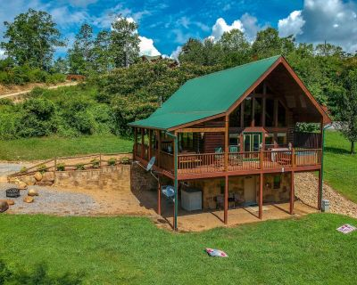 Free Tickets   Game Room, Fire-Pit, Hot Tub, Air Hockey, Pool Table, Secluded - Pigeon Forge