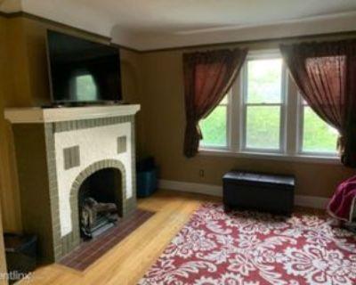 1740 Anita Ave, Grosse Pointe Woods, MI 48236 2 Bedroom House