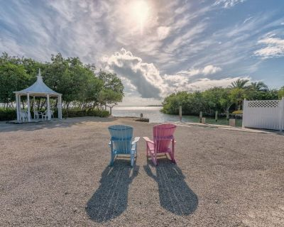 Oceanfront house with private pool, gazebo, boat dock - great for families - Cudjoe Key