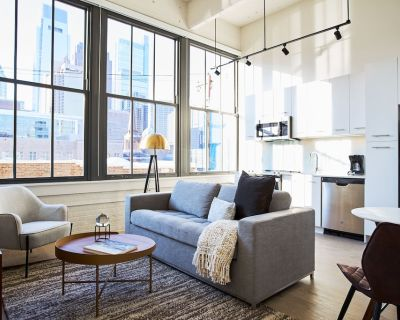 Sonder at Sixteen Hundred | Spacious One-Bedroom Apartment w/ Den - Parkway Museum District