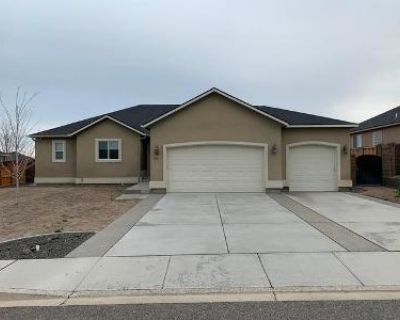 4 Bed 3 Bath Foreclosure Property in West Richland, WA 99353 - Hill Top View St