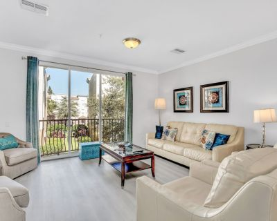 Upscale townhome with three levels of privacy, luxury, and comfort! - Orlando