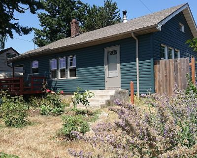Newly remodeled charming 1930's historical home with a huge yard - Madison South