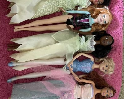 7 barbies and princesses