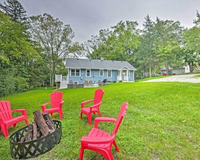 Updated Twin Lakes Cottage, Walk to Lake Mary - Twin Lakes