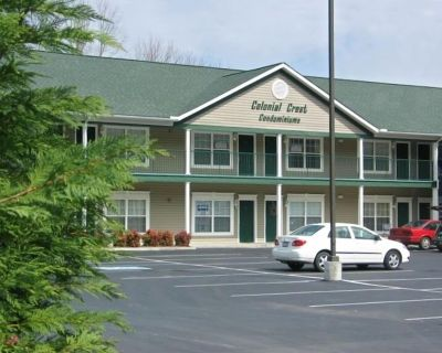 KING BED; PRIVATE WIFI; 1 BLOCK TO PARKWAY; POOL - Pigeon Forge