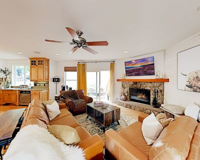 Mountainside Retreat | Chef s Kitchen, Game Room, Fireplaces | Patio & Grill - Lake Arrowhead