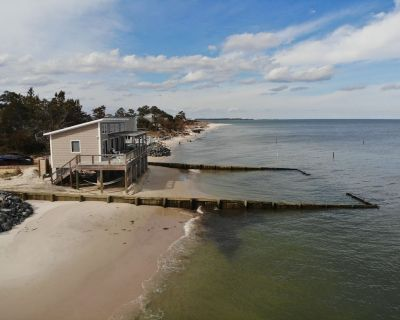 Modern Family Beachfront Cottage with Endless Bay Views - Port Haywood