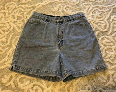 Vintage Gloria Vanderbilt denim mom shorts
