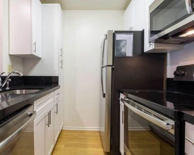 Private room with own bathroom - Hermosa Beach , CA 90254