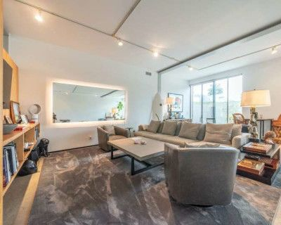 Indiana Place - open floor bright and airy creative residence, Venice, CA
