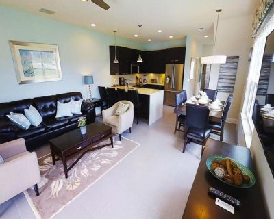 Stunning 3 bed/3 bath end-of-row townhome, dip pool, balcony, Disney 9 miles! - Four Corners