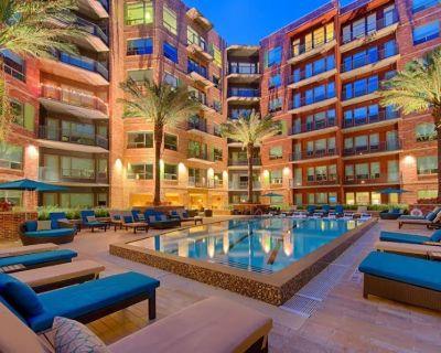Upscale & Cozy | 5 Location, Pool, Gym, Balcony 2 - Woodland Heights