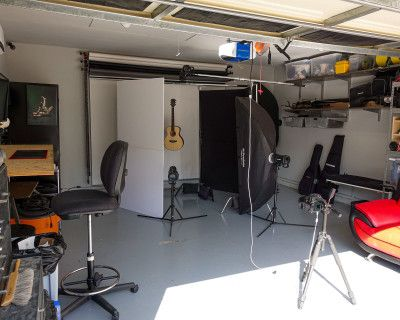 Studio and Makeup Room (Makeup Room Not available because of COVID), LAKEWOOD, CA