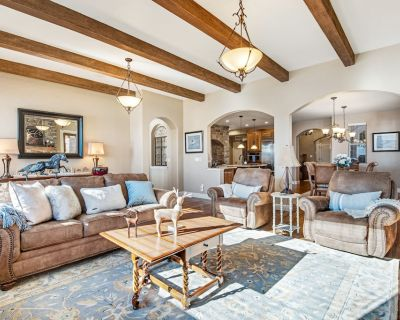Dog-Friendly Delight w/ Free WiFi, Central A/C, Gas Fireplaces, & a Game Room - Flying Horse