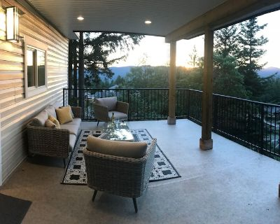 One bedroom, hilltop suite - beautiful and private! - Colwood