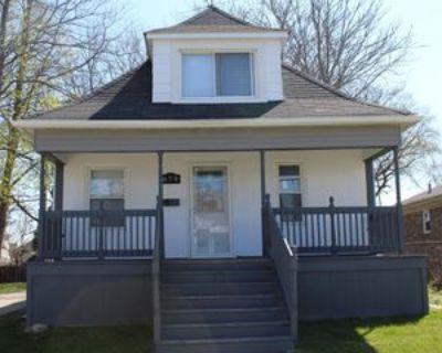 879 Lindbergh St #1, Wyandotte, MI 48192 3 Bedroom Apartment