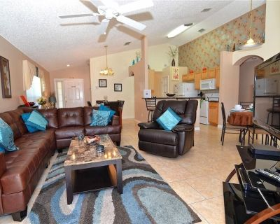 Modern 4 Bed 3 Bath House - Fully equipped home with pool, amenities & more - Seasons