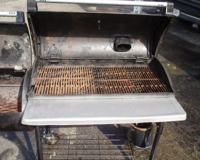 ALMOST NEW NEW BRAUNFIELD SMOKER /GRILL COMBO
