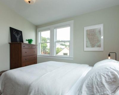 fully furnished 2bed&1.5bath for rent available to move in available