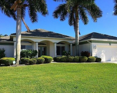 Villa Central 1001 Luxury 3 3ba home electric heated pool and spa Boat Dock 2 Boat Lifts - Pelican