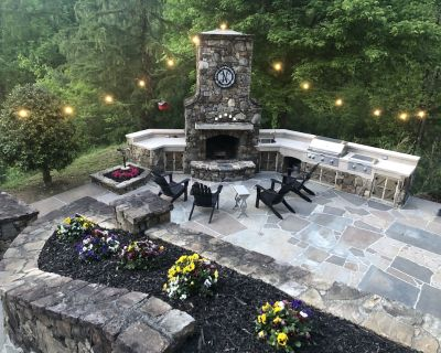 Immaculate luxury home with outdoor entertainment and kitchen. - Hiawassee
