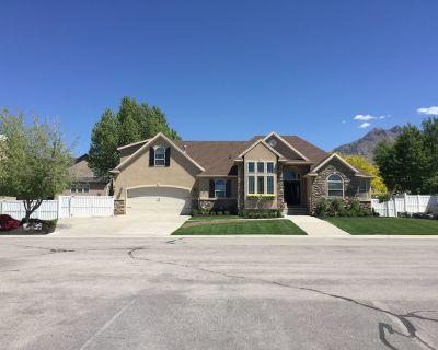 The HAPPIest of Homes! (Main Floor OR seperate Basement OPTIONS) - Cedar Hills