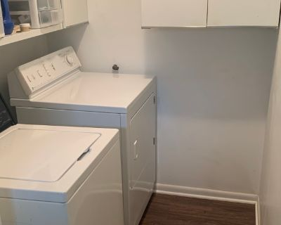Private room with shared bathroom - Dayton , OH 45440