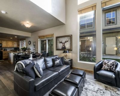 *FREE Zip Line Tour* Updated Townhome w Office Space, 5 Min Walk to Bus Stop. Shopping & Dining - South Snyderville Basin