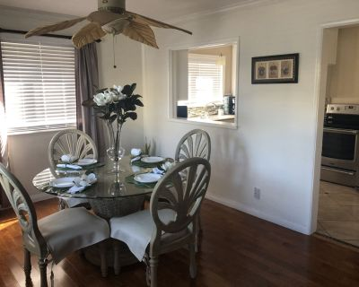 Private Condo in a Quiet Downtown, 1/2 block from Beach with parking place. - Alamitos Beach