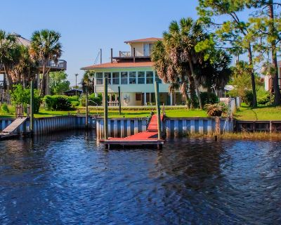 The Webb House in Shell Point - Private Pool, Boat Dock, WiFi, Sunroom,Bay Beach - Crawfordville